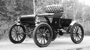 Oldsmobile Curved Dash, 1902 | MIchigan | Courtesy of General Motors Corp.; RM Auctions