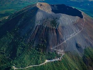 The enactive Mount Vesuvius today | Courtesy of Wikimedia commons