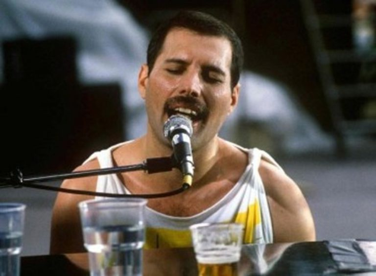 Who Wants to Live Forever: Freddie Mercury's Last Years and his Battle with AIDS